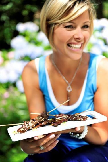 In gember en limoen gemarineerde runderspiesjes http://njam.tv/recepten/gember-en-limoen-gemarineerde-runderspiesjes