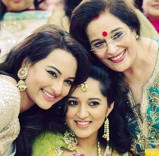 Sonakshi Sinha, Taruna Sinha and Poonam Sinha. #Bollywood #Fashion #Style #Beauty #Hot