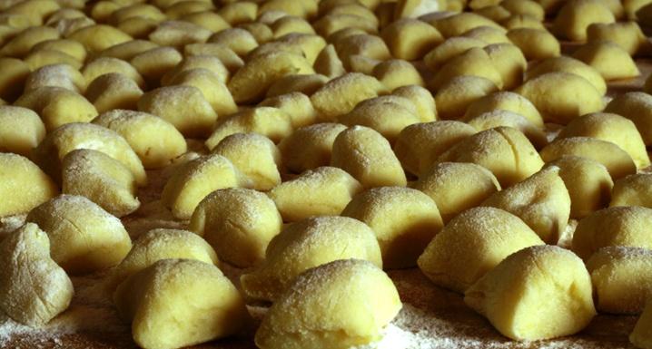Gnocchi de Batata com Molho de Abóbora, Pancetta e Sálvia - veja receita