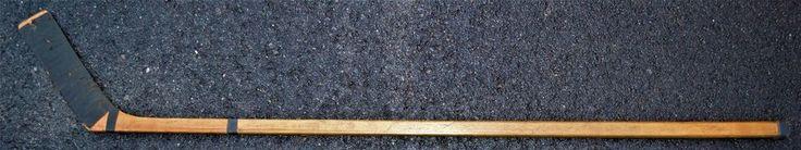 1942-43 BOSTON BRUINS GAME USED TEAM SIGNED STICK!-12 SIGNATURES!! SUPER RARE! #BostonBruins