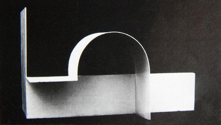 """Katarzyna Kobro """"Kompozycja przestrzenna 3"""" 1928"""