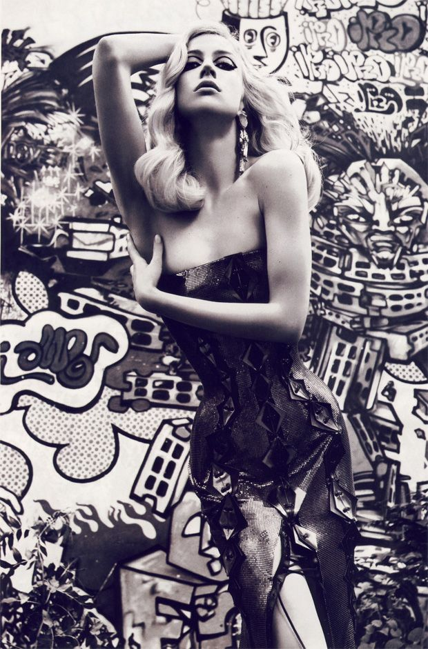 Fashion Grafitti Vogue by KawsWall Art, Vogue Paris, 200911 Mariosorrenti, Street Art, Raquel Zimmermann, Mariosorrenti Emmanuellealt, Fashion Photography, Mario Sorrenti, Graffiti Couture