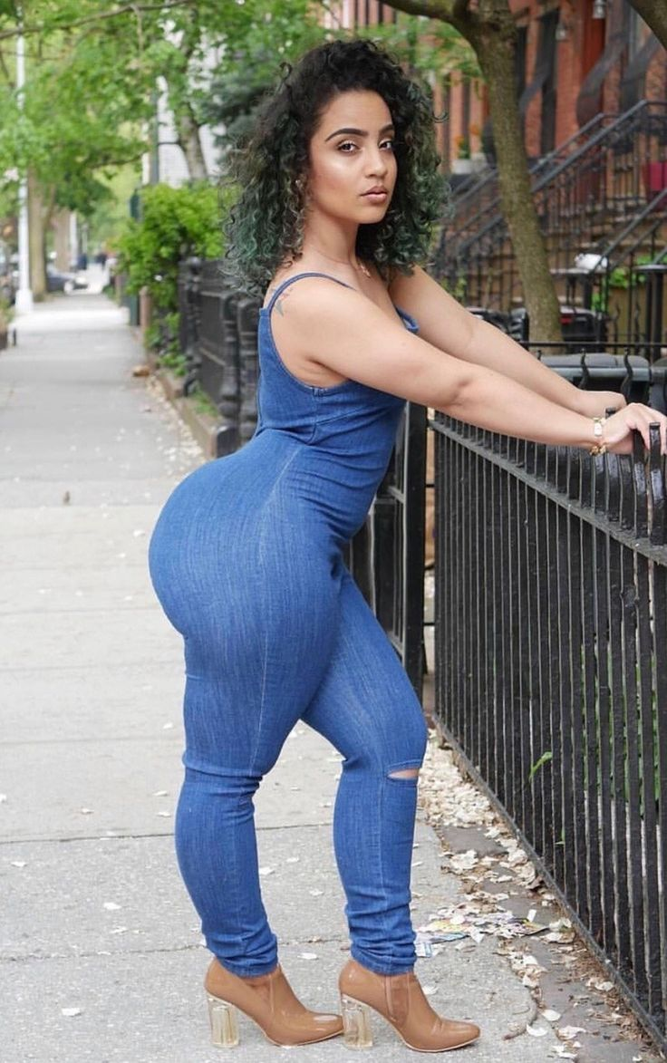 Thick redbone perfect azz in gray spandex - 3 6