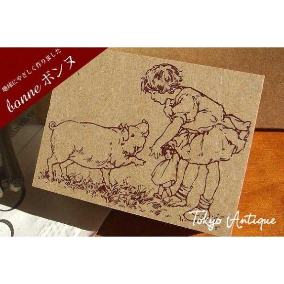 Tampon décoratif Chérie M :   La petite fille et le cochon Idéal pour le scrap 40mm x 55mm
