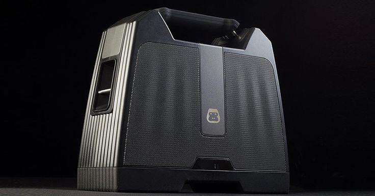 Stilul anilor '90 se intoarce in aceasta vara. G-BOOM Wireless Bluetooth Boombox este o combinatie intre o boxa portabila si un boombox, iar rezultatul este un dispozitiv care te ajuta sa intretii atmosfera la orice petrecere sau iesire in aer liber. #GBOOM #Wireless #Bluetooth #Boombox #boxa #portabile #wireless #gadgets