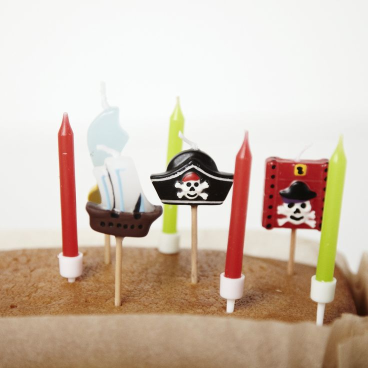 Set of 8 Pirate Candles | Carousel