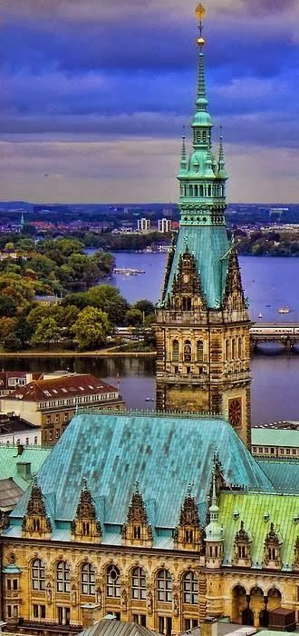 Join buildyful.com - the global place for architecture students.~~Hamburg, Germany
