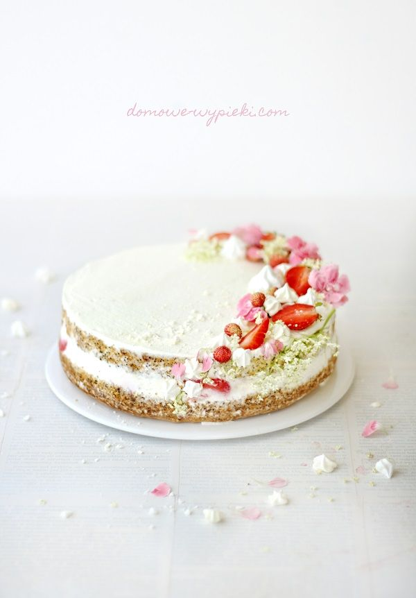 Strawberry & poppy seeds cake http://domowe-wypieki.com/tort-truskawkami-makiem-nuta-pomaranczy  #strawberry #orange #oranges #poppyseeds #flowers #cake