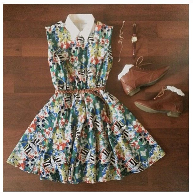 Vintage outfit!! I would actually wear this dress!!