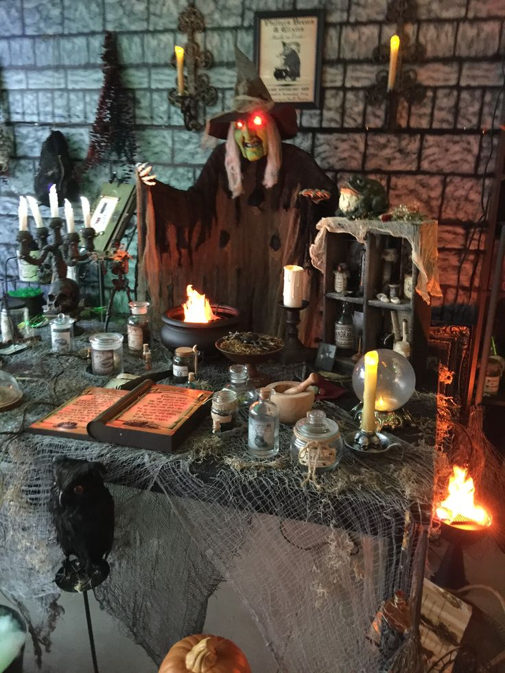 sleepy hollow manor garage haunt 2015 halloween witch decorationshalloween witcheshalloween prophalloween craftshalloween ideasgarage - Unique Halloween Decor