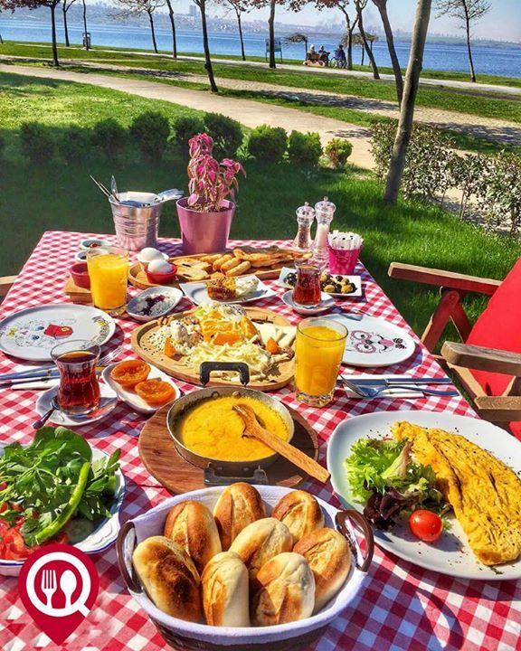 """Serpme Köy Kahvaltısı - Love Garden / İstanbul ( Küçükçekmece ) Çalışma Saatleri 08:30-00:00 0 212 599 02 50 32 TL / Kişi Başı 15 TL / Muhlama 10 TL Omlet 10 TL Portakal Suyu Alkolsüz mekan Paket Servis Yok Sodexo Multinet Ticket Setcart Yok Açık Alan Var Otopark Vale Parking Var DAHA FAZLASI İÇİN SNAPCHAT """"YEMEKNEREDEYNR"""" TAKİP ET... Fotoğraftaki görsel 2 kişiliktir."""