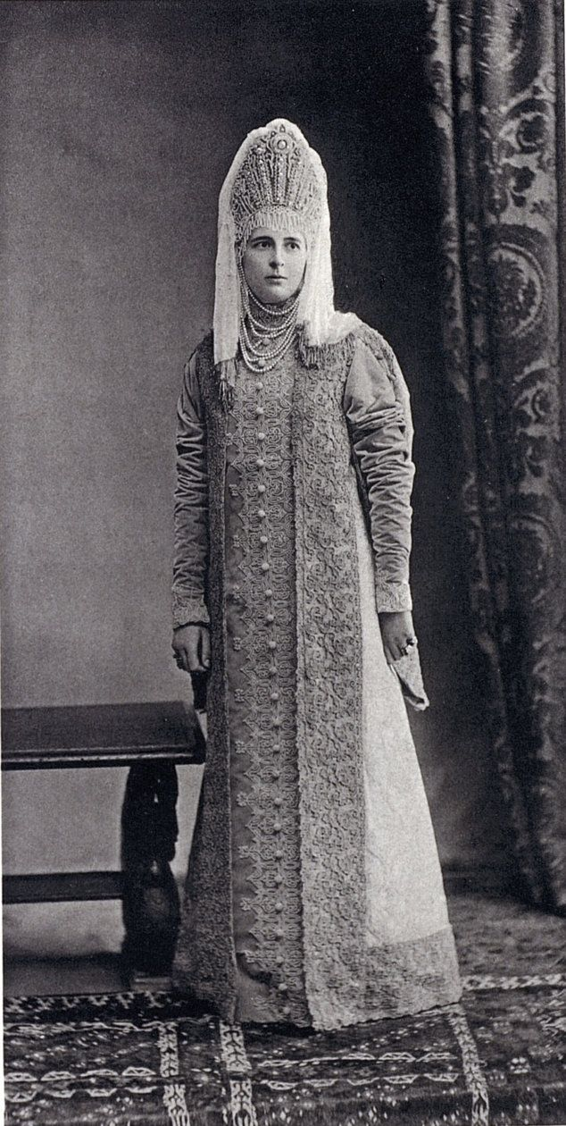 Madame Soldatenkow, nee Princesse Gortchacow (Femme de boyard du XVII siecle)....028 by klimbims on deviantART