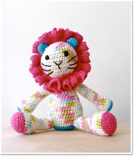 Mom should try making this, it's super cute! Handmade Animal Softies, Crochet Toy Lion