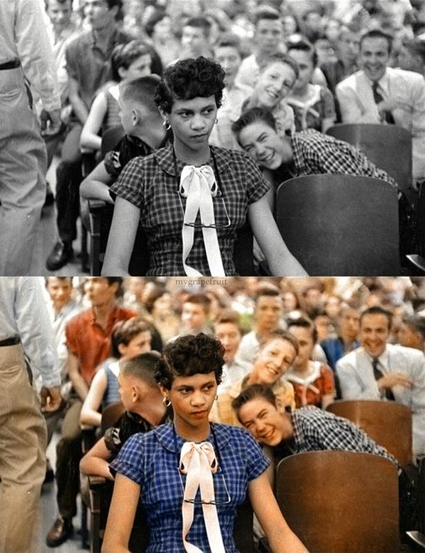 Esta é uma foto da corajosa  Dorothy Counts, uma menina negra de apenas 15 anos que foi a primeira aluna negra a ingressar numa escola de brancos no sul dos Estados Unidos, em 1957. (os pais dela conseguiram isso através de uma ação judicial contra o Estado). No entanto, depois de 4 dias de assédio e ameaças de colegas brancos, seus pais tiveram que tirá-la da escola. Nem o fotógrafo conseguiu conter o violento bulling dos alunos, imortalizando a imagem como 1 ex do preconceito racial nos…