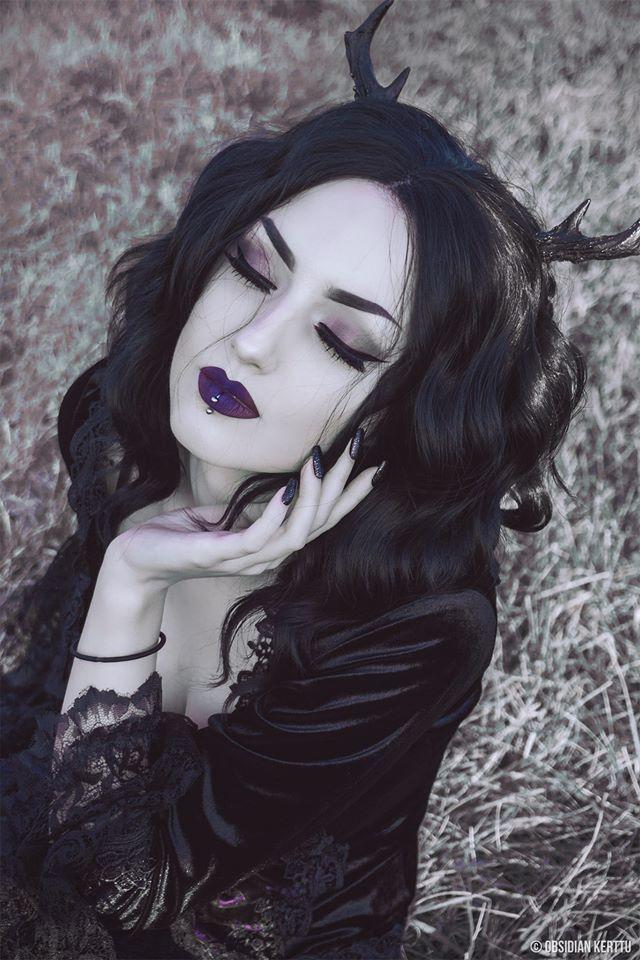 Obsidian Kerttu Gótica con cuernos en la cabeza | Witch ...