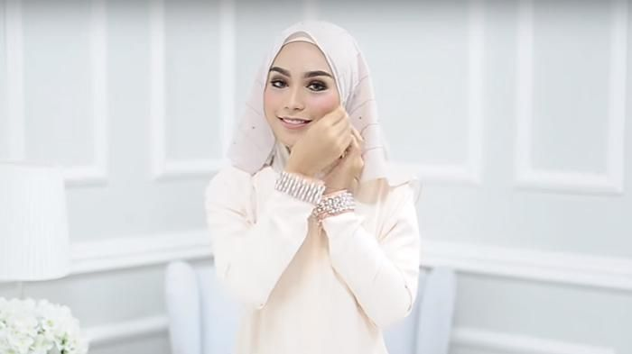 Tutorial Hijab Pashmina -  Cara Mudah Ala Selebgram Yara Diamante, Dijamin Nggak…