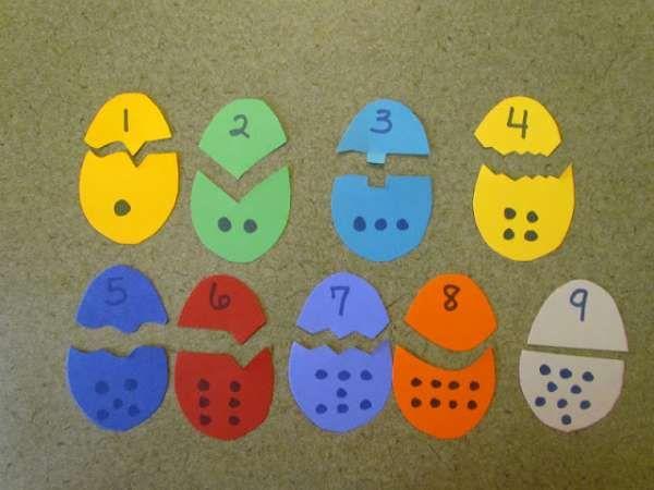 Puzzles œufs pour reconnaître les nombres et les couleurs