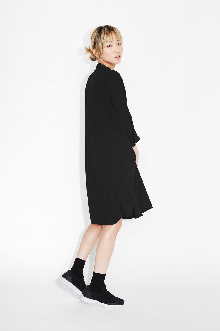 A shirt dress that beats out an amazing rhythm and sings for fuss-free polish. With batwing arms, a flowing rounded hem, and a slightly raised collar with a silver zip-up design.  colour: black magic In a size small the chest width is 158 cm and the length is 93 cm. The model is 170 cm and is wearing a size small.