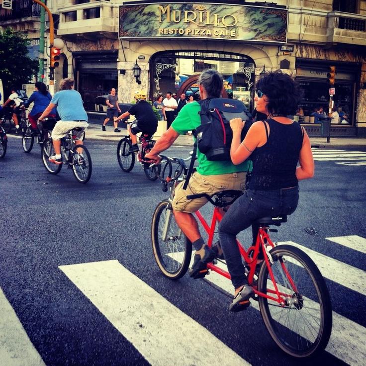 Nuestros agradecimientos a Carla y Francesc (pedaleando en Tándem) compedales de Argentina y Catalunya que apoyaron la visita de Happyciclistas a la Masa Critica Buenos Aires. Ciclistas del mundo, Uníos!!