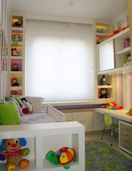 Um quarto cheio de nichos não só deixa linda a decoração como também ajuda a manter tudo organizado!