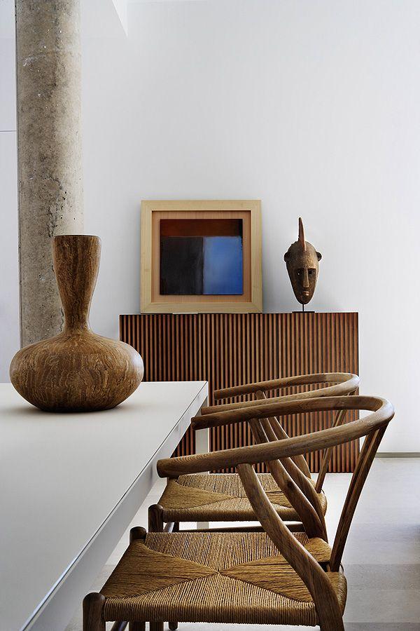 "Hans J. Wegner ""Whisbone""-chairs. Los Penascales Houses // ÁBATON Arquitectura   Afflante.com"