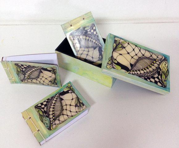 Caixa de MDF com pintura aquarela e colagem de desenho e pintura encáustica ( cera de abelha+resina). Acompanha bloco com costura artesanal japonesa feito com pintura aquarela e colagem de impressão de desenho e pintura encáustica ( cera de abelha+resina). R$ 40,00