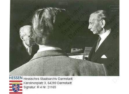 Anastasia Großfürstin v. Russland (1901-1918) (vermutlich) / hier: Gruppenaufnahme von Anwälten während des Anastasia-Prozesses in Wiesbaden...