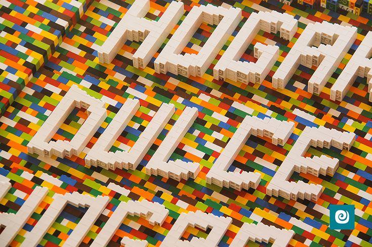 Un meraviglioso #tavolo realizzato con i famosi mattoncini #Lego by Camaleon.  #tavolodesign