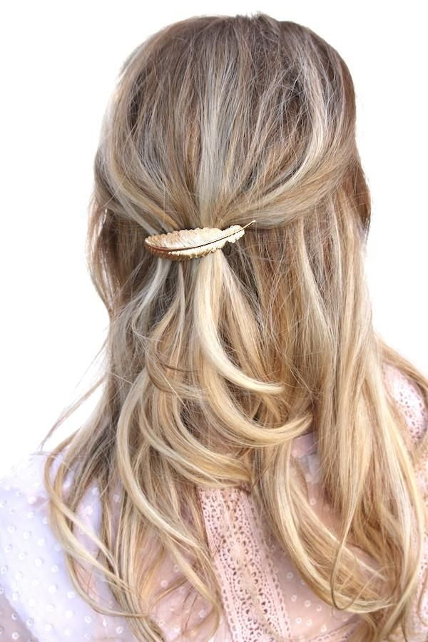 These vintage feather clips are a must have this season! They are a classic statement piece with a modern vibe! We offer two classic finishes in gold and silver. Wear them with your sassy bun, or with
