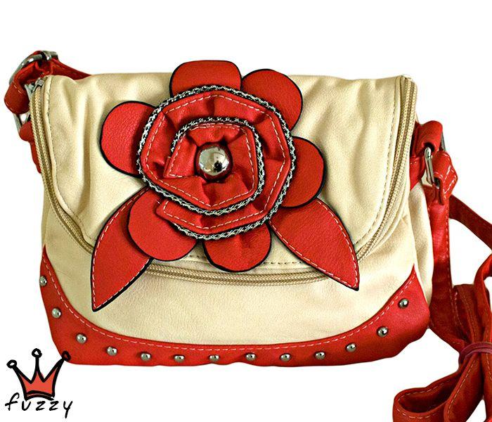 """Τσάντα γυναικεία σε εκρού και κόκκινο χρώμα,  απομίμηση δέρμα, με μία μεγάλη θήκη με φερμουάρ που διπλώνει,  δύο θήκες εσωτερικά και μία πίσω εξωτερική με φερμουάρ.  Στολισμένη με ανάγλυφο λουλούδι και μεταλλικά καρφάκια. Κούμπωμα μαγνητικό  σε σχέδιο """"φάκελος"""". Μεγάλο λουράκι ώμου που αυξομειώνεται, φοριέται και χιαστί. Διαστάσεις 22Χ2Χ18 εκ."""