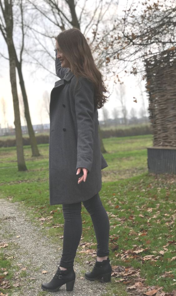 This winter jacket is perfect for women and perfect if you are looking for a casual, cute, warm, long, oversized, grey coat. So if you are looking for a classy jacket like this one. Then check out this article.