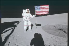 Le foto mai viste (e in alta risoluzione) dello sbarco sulla Luna e delle altre missioni Apollo  Una festa per tutti gli appassionati dello spazio: la Nasa ha pubblicato sul proprio profilo Flickr tutte le foto che sono state scattate dagli astronauti durante le missioni del Programma Apollo, che nel 1969 consentì all'uomo (nello specifico a Neil Armstrong e Buzz Aldrin) di arrivare sulla Luna.