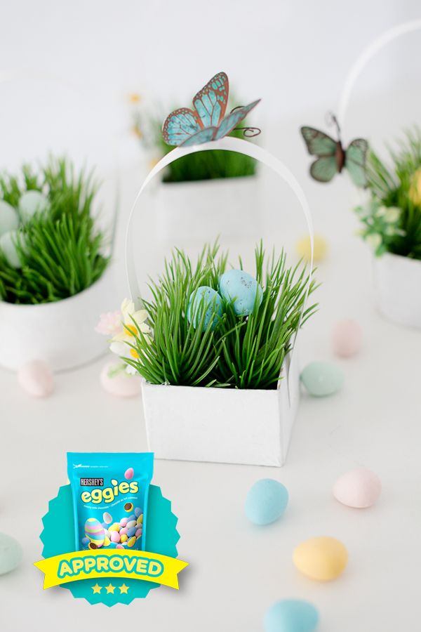 You just might want to eat some of the craft materials making these adorable EGGIES Star winning mini nests from @craftberrybush. Share your own #eggiescreations this year and you just might be recognized too!