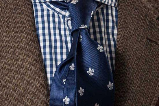 Oryginalne wzory – lilia I Krawat 100% jedwab I Sklep republicofties.com I Krawaty i akcesoria mody męskiej I Szeroki wybór ponad 100 krawatów I Krawaty jedwabne, wełniane, lniane I Knity I Spiniki I Poszetki I Muchy I Skarpetki I Wieszaki na krawaty I Ties I Neckties