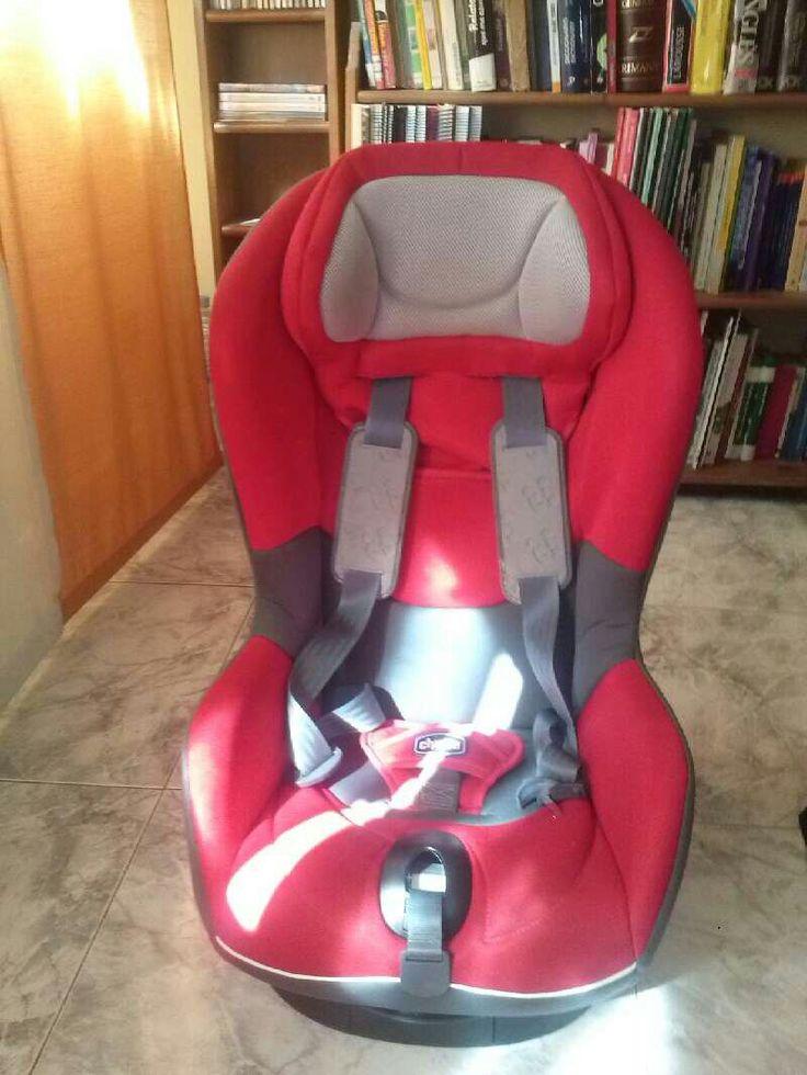 Silla coche roja, marca Chicco, grupo 1. Cierres y anclajes de seguridad en perfecto estado. Muy poco uso.