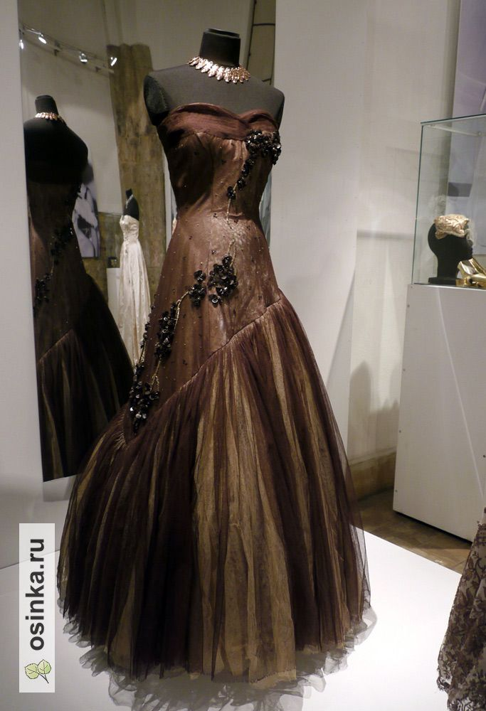 От войны к миру. Мода 1940-1950-х годов в женском костюме из коллекции Александра Васильева