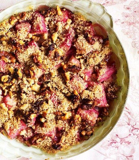 Rhubarb-and-walnut-crisp