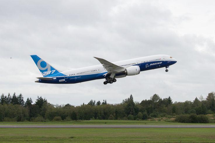 Boeing 787-9 First Flight Take Off