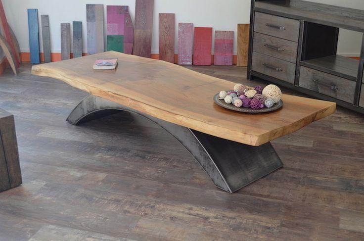 Table basse bois Noyer - pieds Acier patiné.