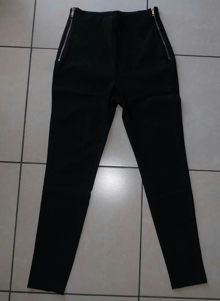 Pantalone alto in vita per info  Contattare al num 3293463200