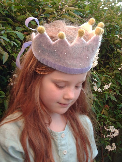 Felt crown m likes sparkly