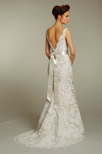 Beautiful Alvina Valenta dress. This dress has amazing 3 tier lace and has a simple easy bustle. Professionally cleaned by J. Scheer &Co. Dress was purchased in a size 10 and only altered slightly. I