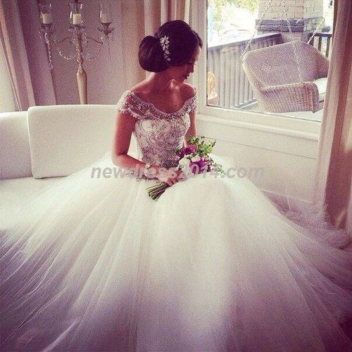 If anyone knows who the designer of this dress or anything about please tell me! I've fallen in love with it and I want it for my wedding day:)