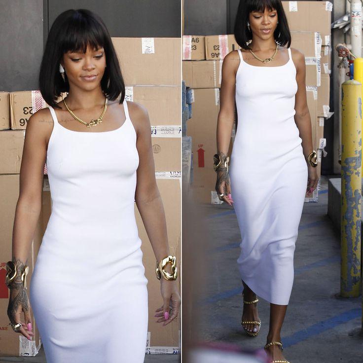 Rihanna | Un abito bianco aderente, sandali con platform e maxi bracciali preziosi... | #outfitmania #outfit #style #fashion #dresscode #amazing #gold #bag #Balmain #abitobianco #Boohoo #gorgeous #rihanna #musthave #dress #collana | CLICCA SULLA FOTO PER SCOPRIRE L'OUTFIT E COME ACQUISTARLO