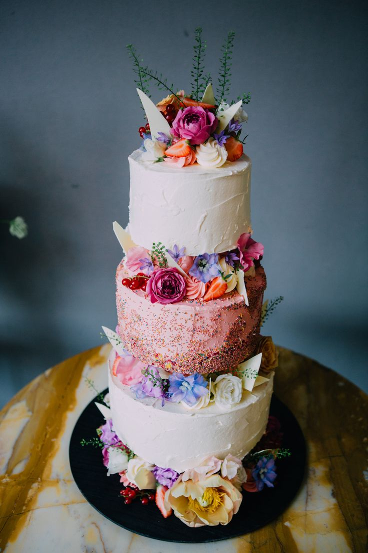 Wedding Cake - Image by Yellow Bird Photography | Planning & Styling by Knot & Pop