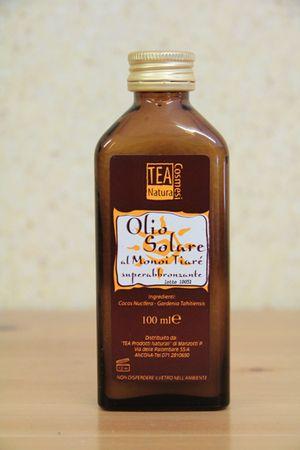 Olio al Cocco e Monoi Tiaré - Superabbronzante - 100 ml L'olio solare al Monoi Tiaré Tea Natura è ottenuto dalla miscelazione di olio di cocco con olio essenziale di gardenia tahitensis (monoi tiaré). Può essere utilizzato sia per favorire una abbronzatura intensa sia come olio da massaggio o per i capelli (utilizzandolo come impacco pre-shampoo o, in piccole dosi, come nutriente dei capelli e del cuoio capelluto).