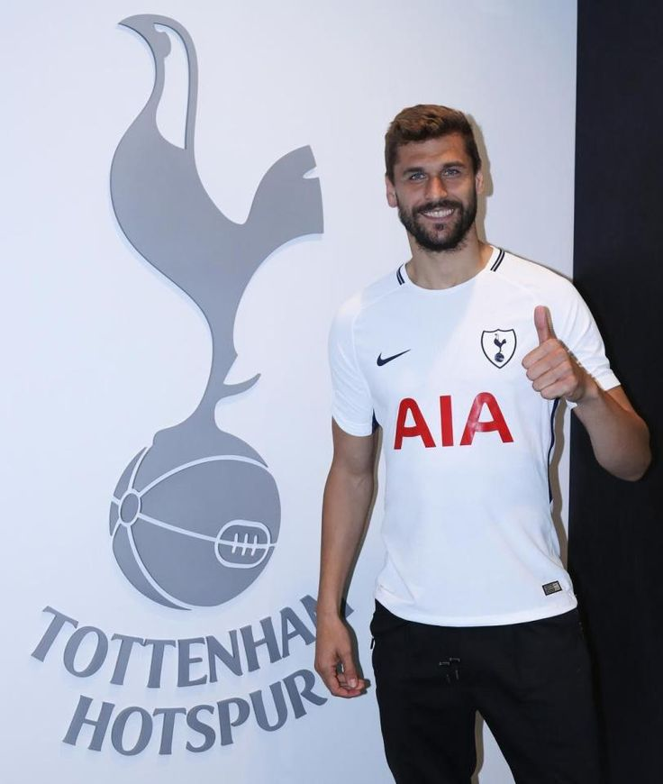 The Spanish striker Fernando Llorente completed his move to Spurs on deadline day