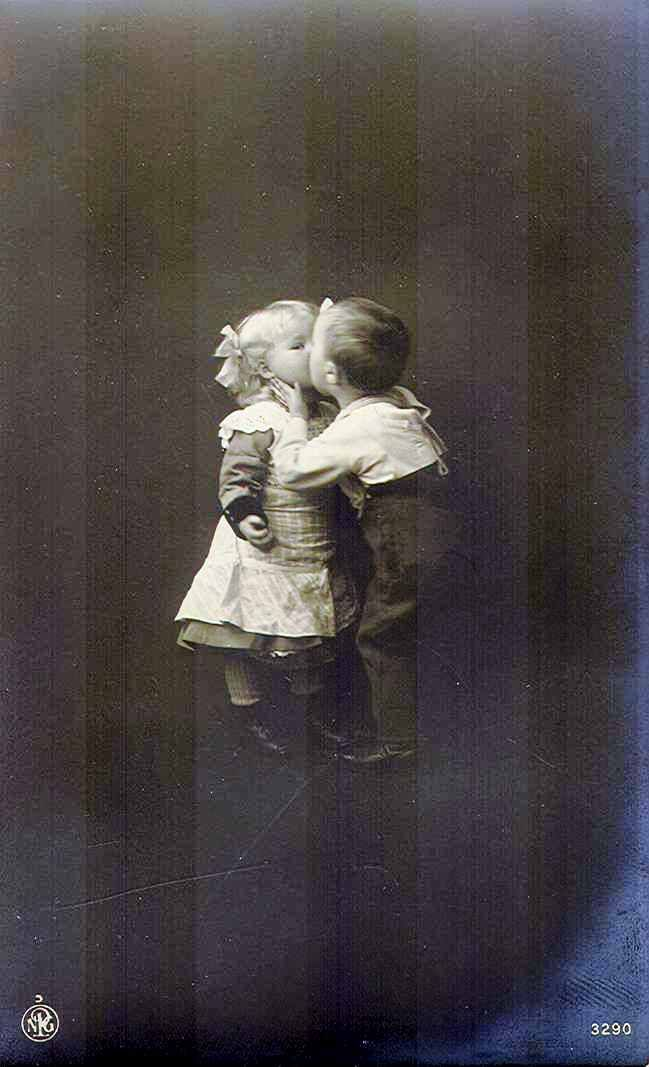 First Kiss young boy and girl kissing Pictures postcards