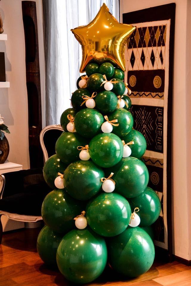 albero di natale realizzato con palloncini