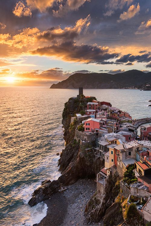 Sunset in Vernazza, Italy by Elia Locardi